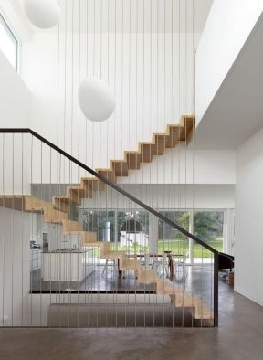 2017别墅实木楼梯装修效果设计图