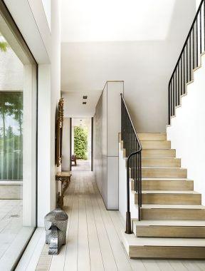 小户型别墅大厅楼梯装修效果图片