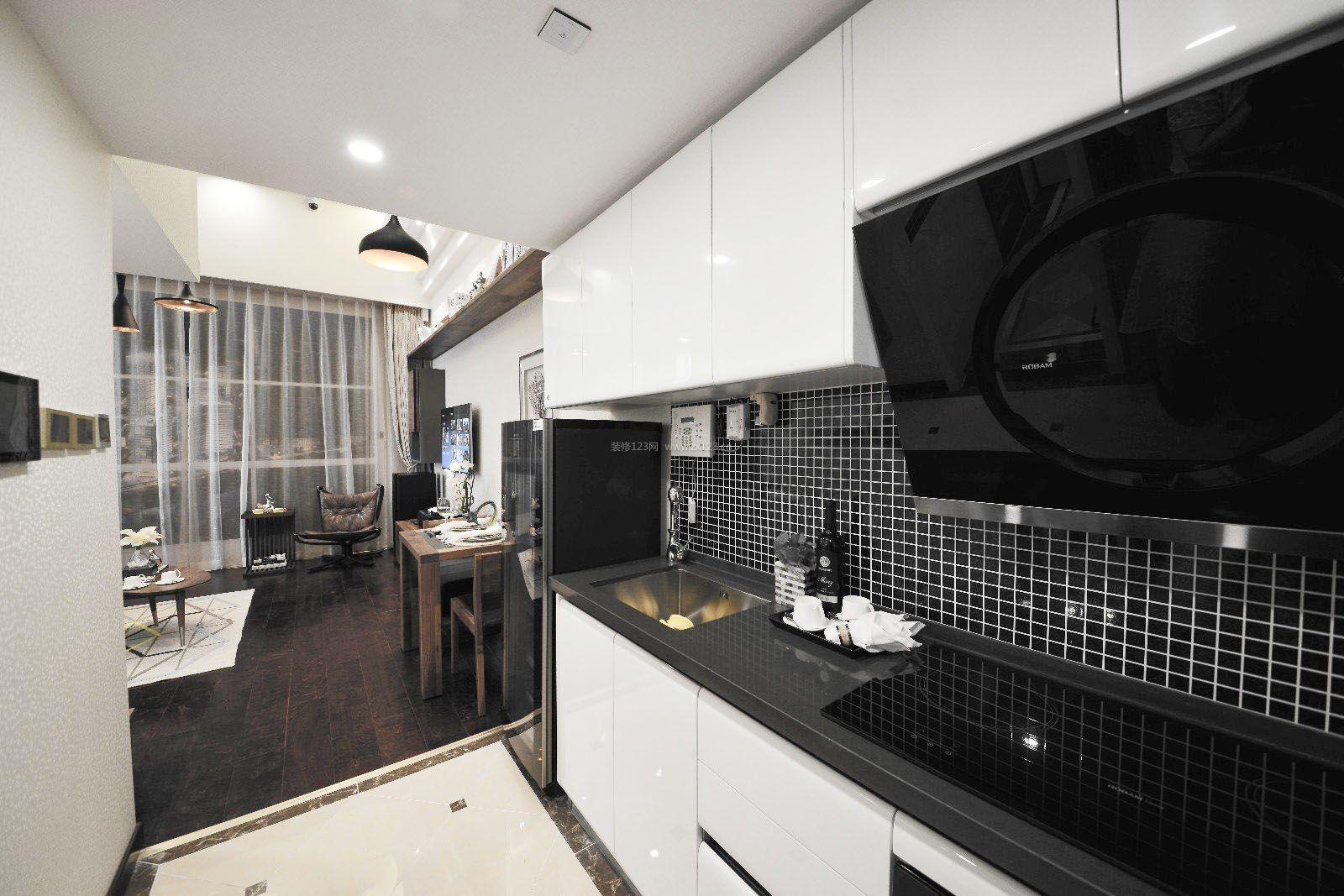 40平公寓厨房墙砖装修图