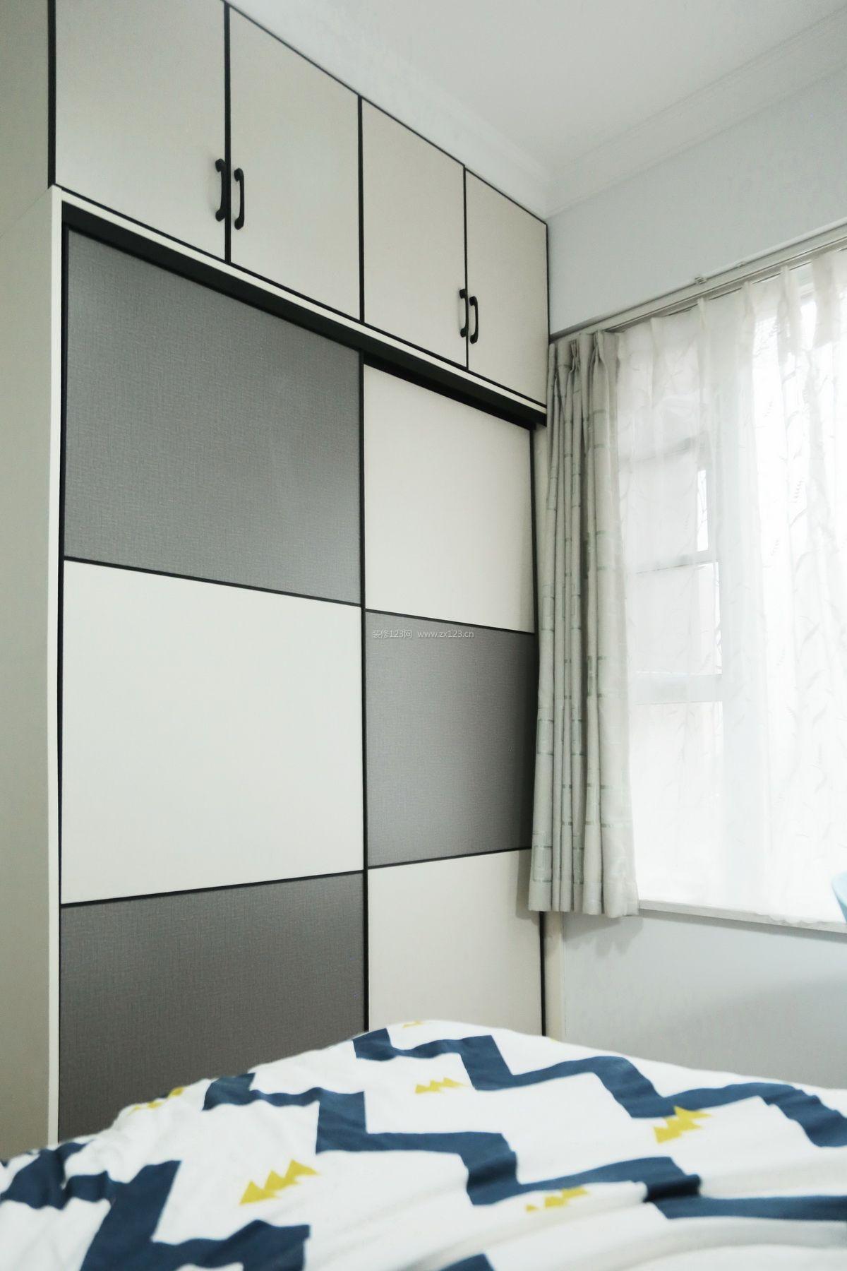 2017经典小户型卧室衣柜装修效果图片