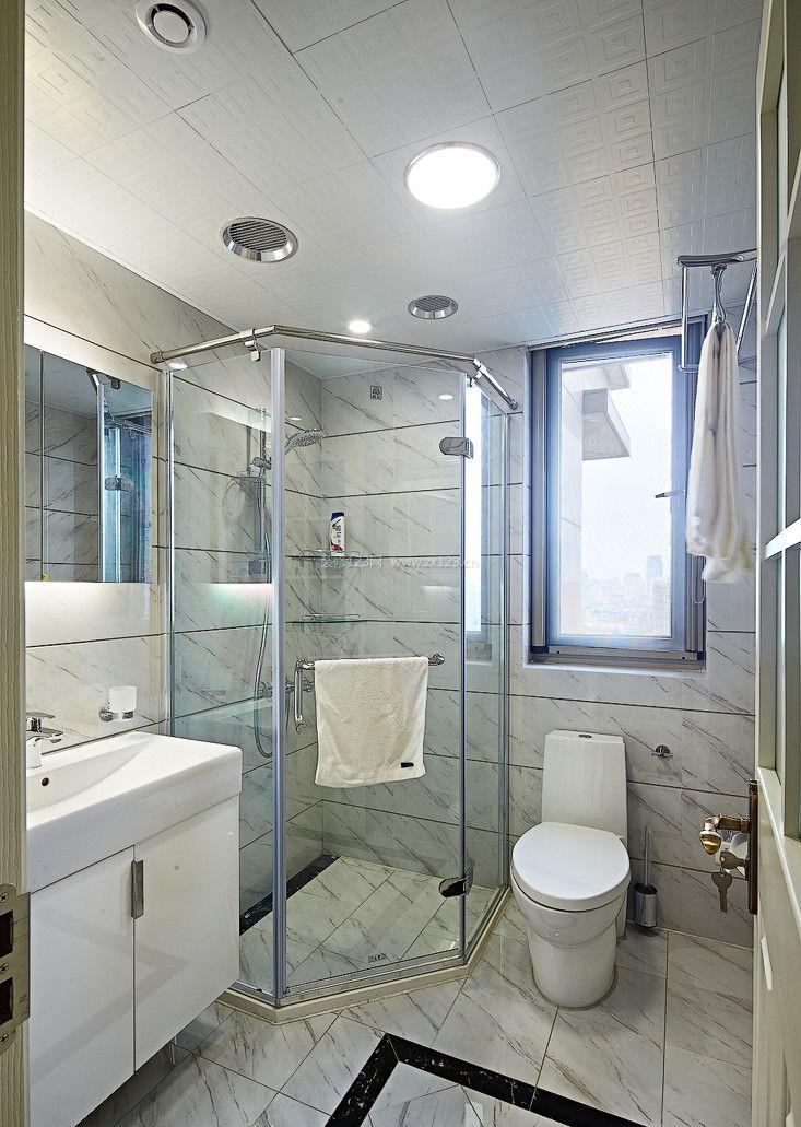 2017简约家庭卫生间玻璃淋浴房装修设计图片大全