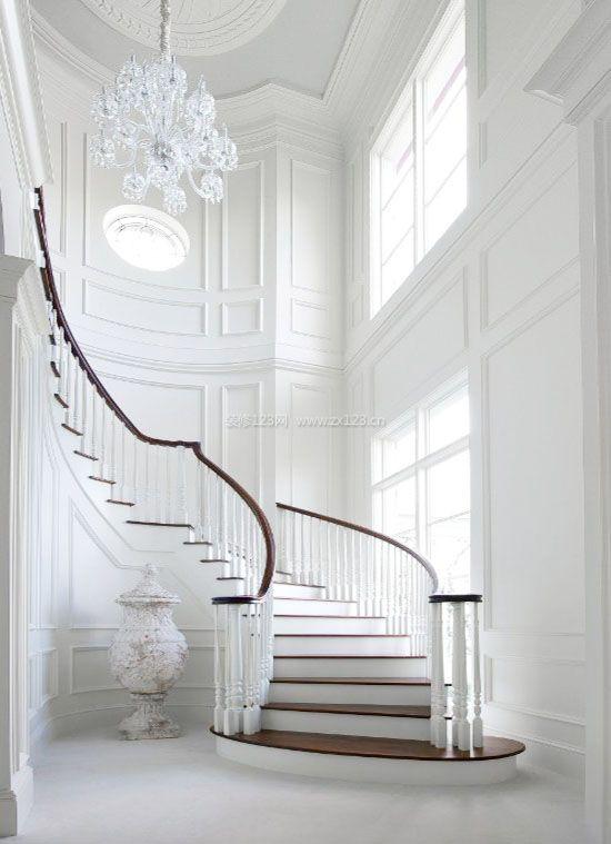 挑高复式楼梯背景墙白色护墙板效果图图片