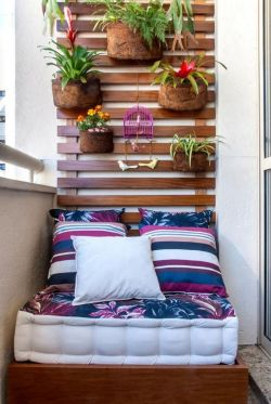 家庭小陽臺花架墻面裝飾圖片