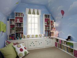 書房兼臥室墻上置物架圖片