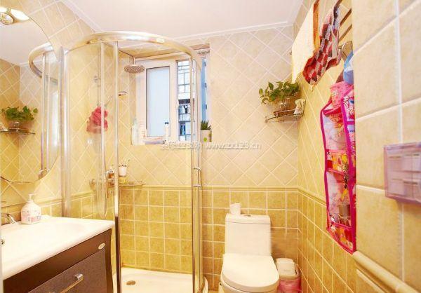 浴霸最好安装在卫生间的正上方,因为浴霸上有单独的照明灯,这样