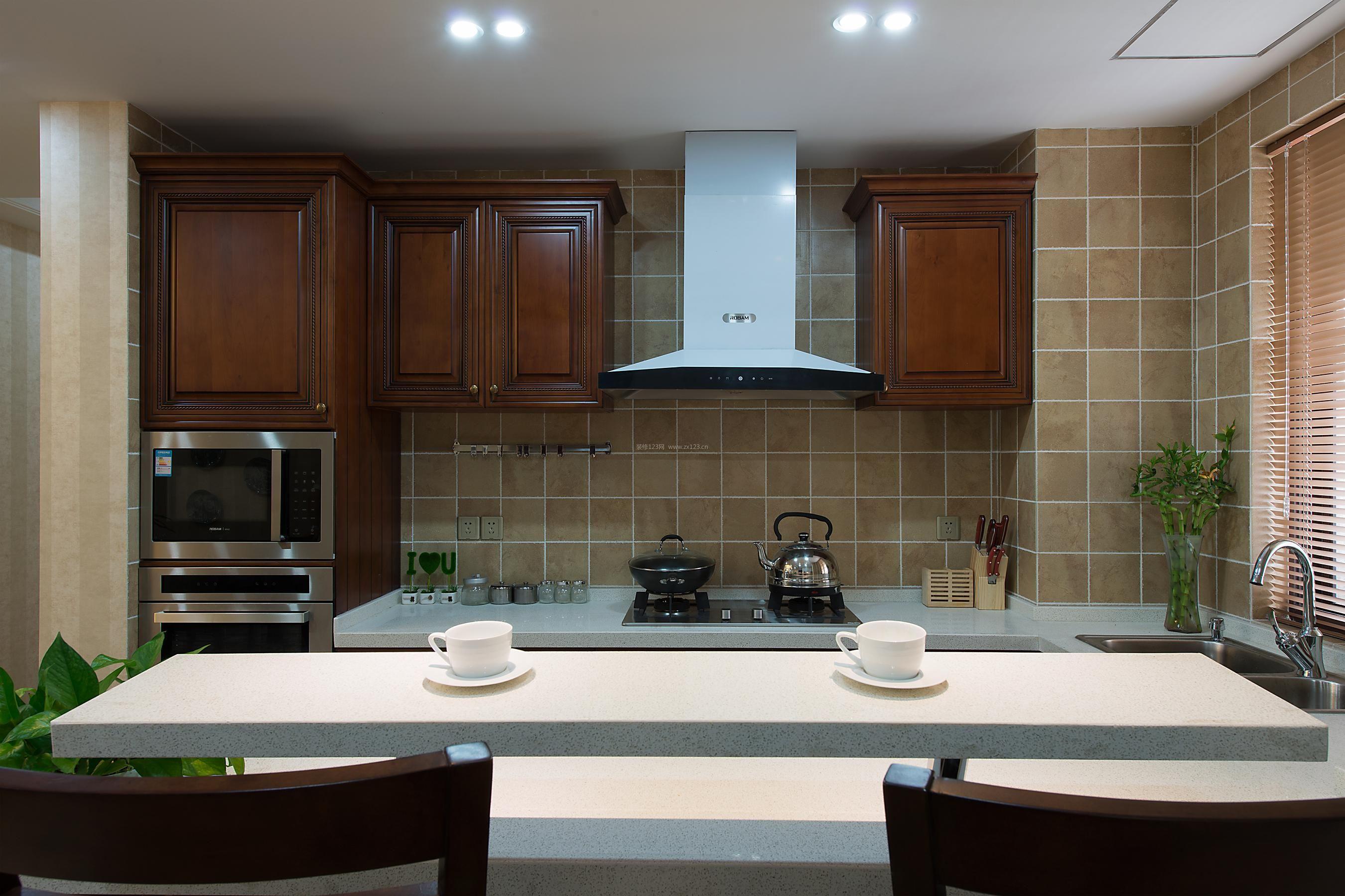 2017经典美式厨房实木整体橱柜设计效果图片