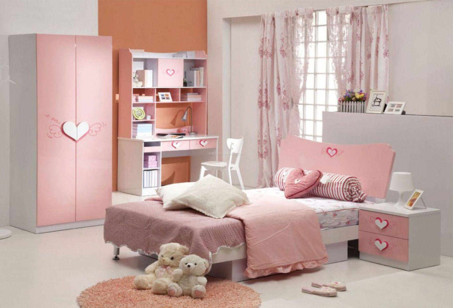 女生甜美粉色房间装修图片