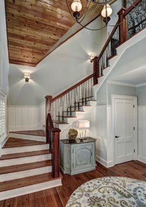 2017别墅室内实木楼梯装修设计