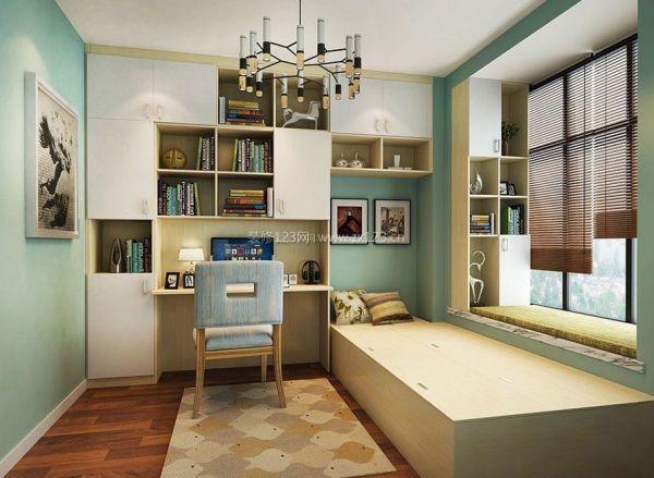 书房兼卧室装修,不能活生生将两者分割开来,在家具的选择上应该按照