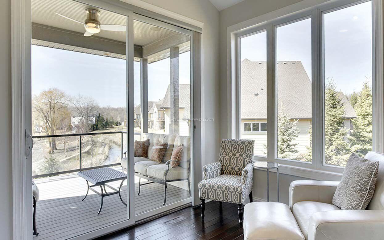 简约小客厅阳台门玻璃装修设计图图片