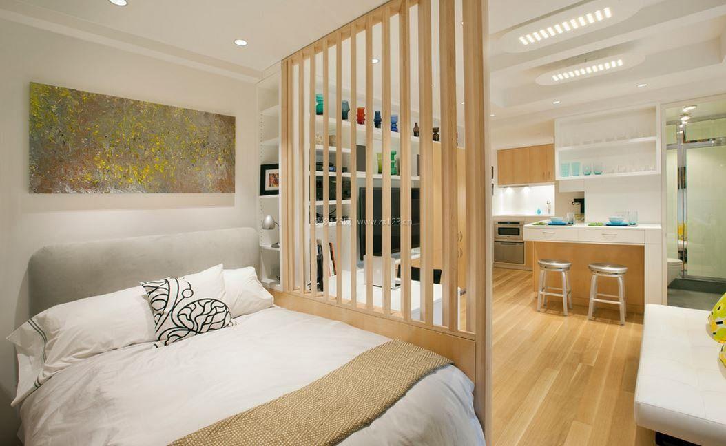客厅与卧室之间木质隔断装修效果图