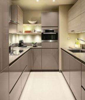 2017大户型开放式厨房深色橱柜装修效果图