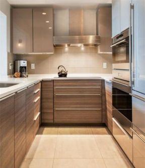 2017地中海风格u型厨房瓷砖装修效果图