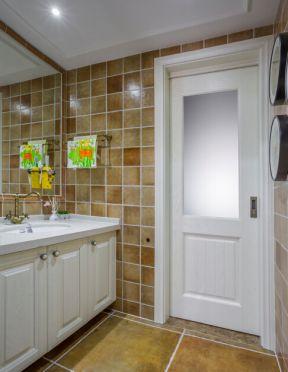 2017美式卫生间装修图片 2017家用卫生间毛巾架图片