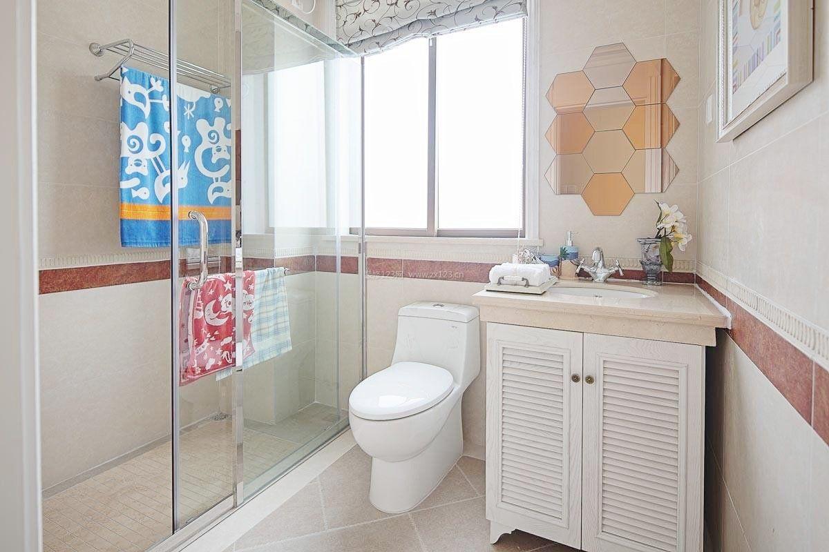 2017小户型设计风格浴室玻璃门效果图