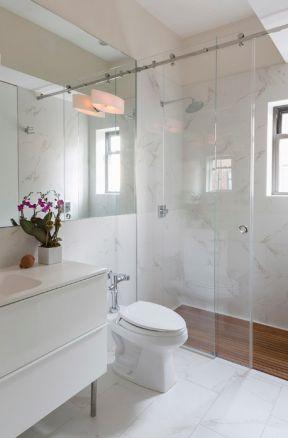2017小户型浴室玻璃门效果图