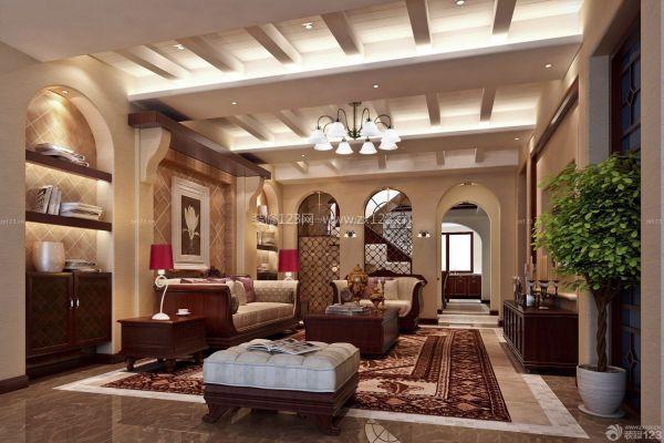 哥特式家具的主要成就在于其精致的浮雕,透雕,平刻相结合的装饰