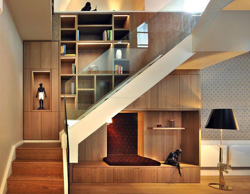 2017别墅楼梯间墙壁书架设计图片