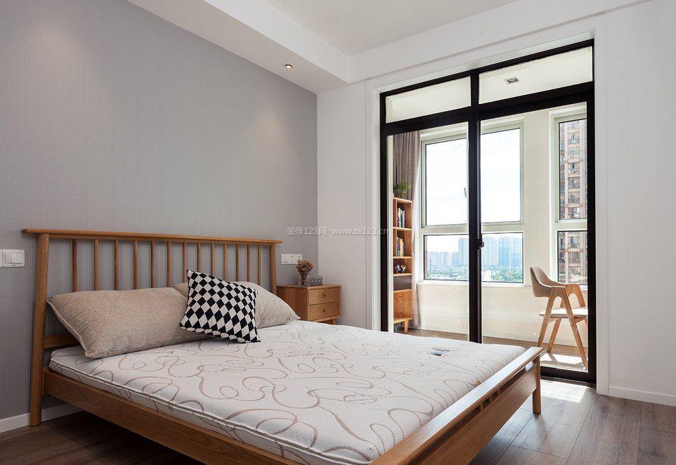 103平米房子卧室带阳台装修效果图