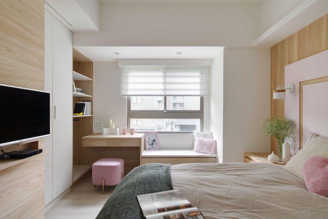 房间布局卧室飘窗书桌设计图片