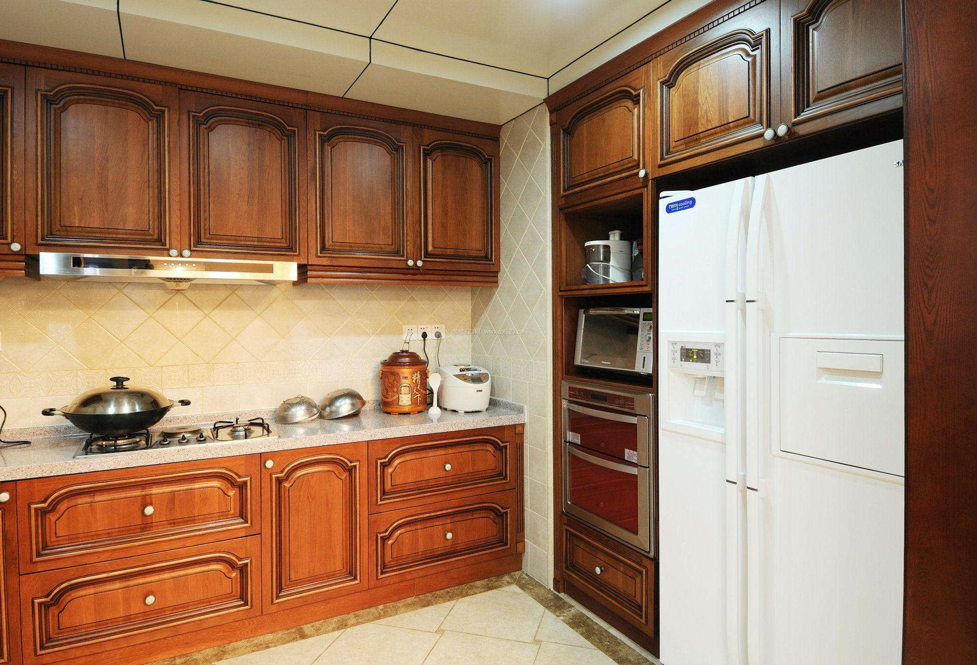 2018厨房布局实木橱柜设计效果图