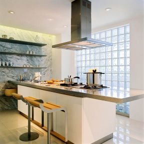 装修效果图 2020厨房吧台吊灯装饰效果图片    吧台式开放厨房灶台