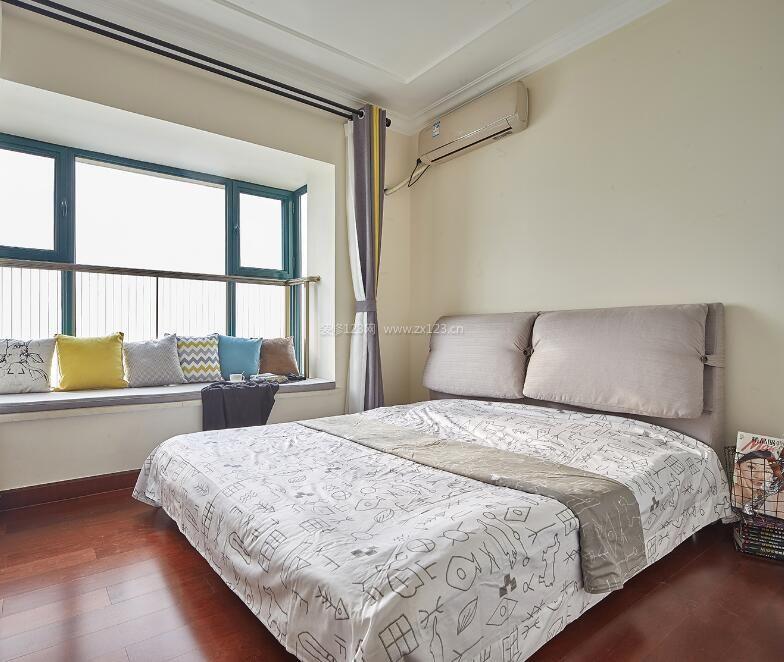 宜家家庭卧室带飘窗设计装修效果图