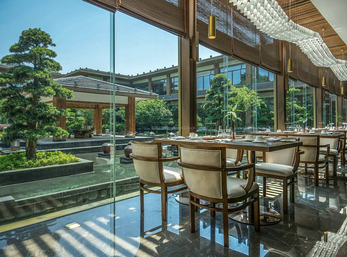 五星级酒店餐厅落地窗设计效果图