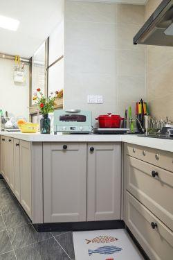 2018美式温馨厨房转角橱柜设计装修图片