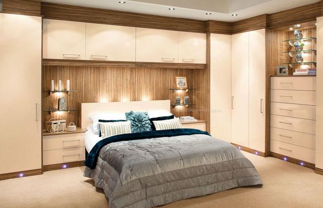 6,卧室门上到底要不要装吊柜,还需要根据你家的具体情况来考虑.图片