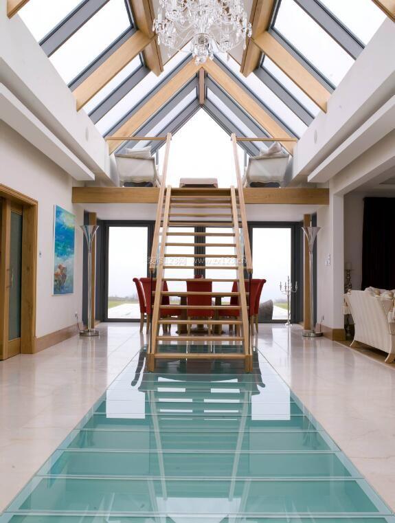 斜顶别墅玻璃房顶效果图片