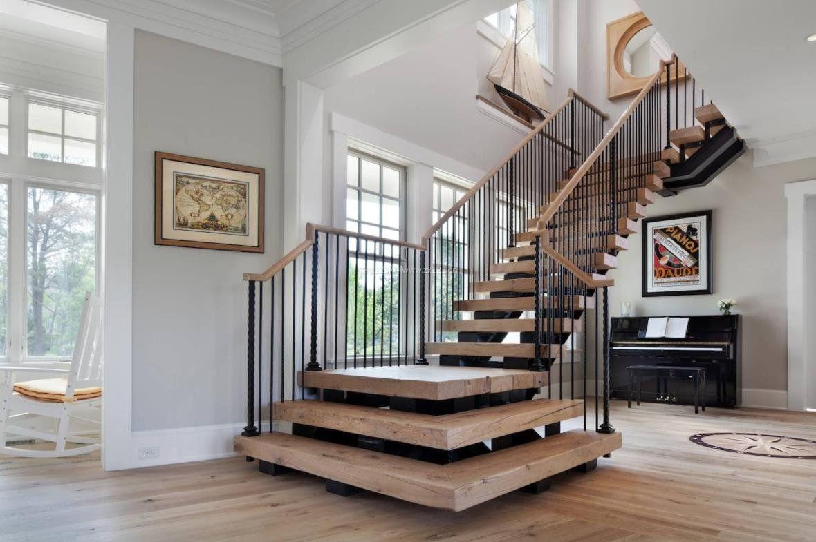 2018高档别墅木结构楼梯设计
