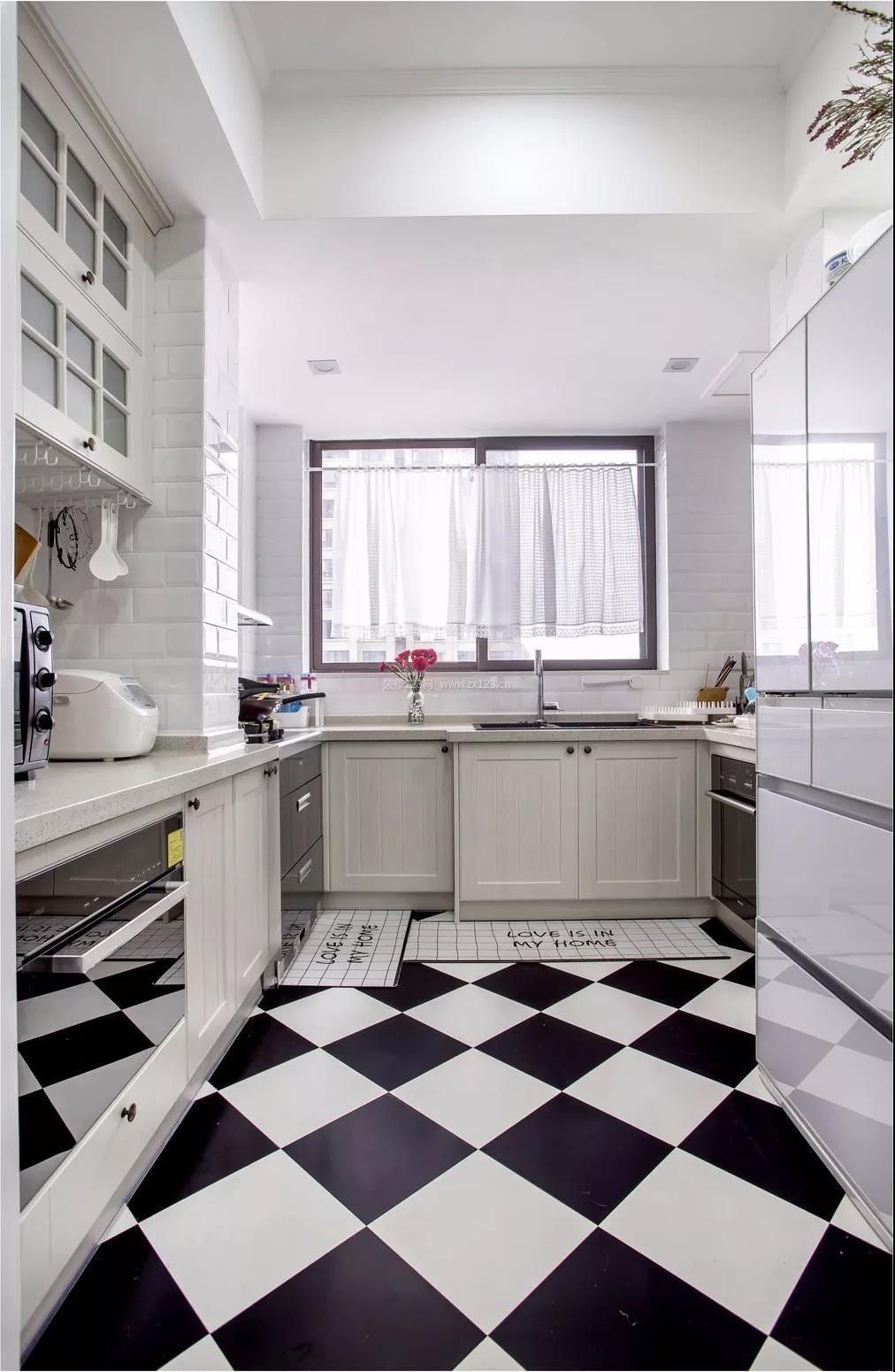 现代北欧风格厨房黑白相间地砖装修效果图片图片