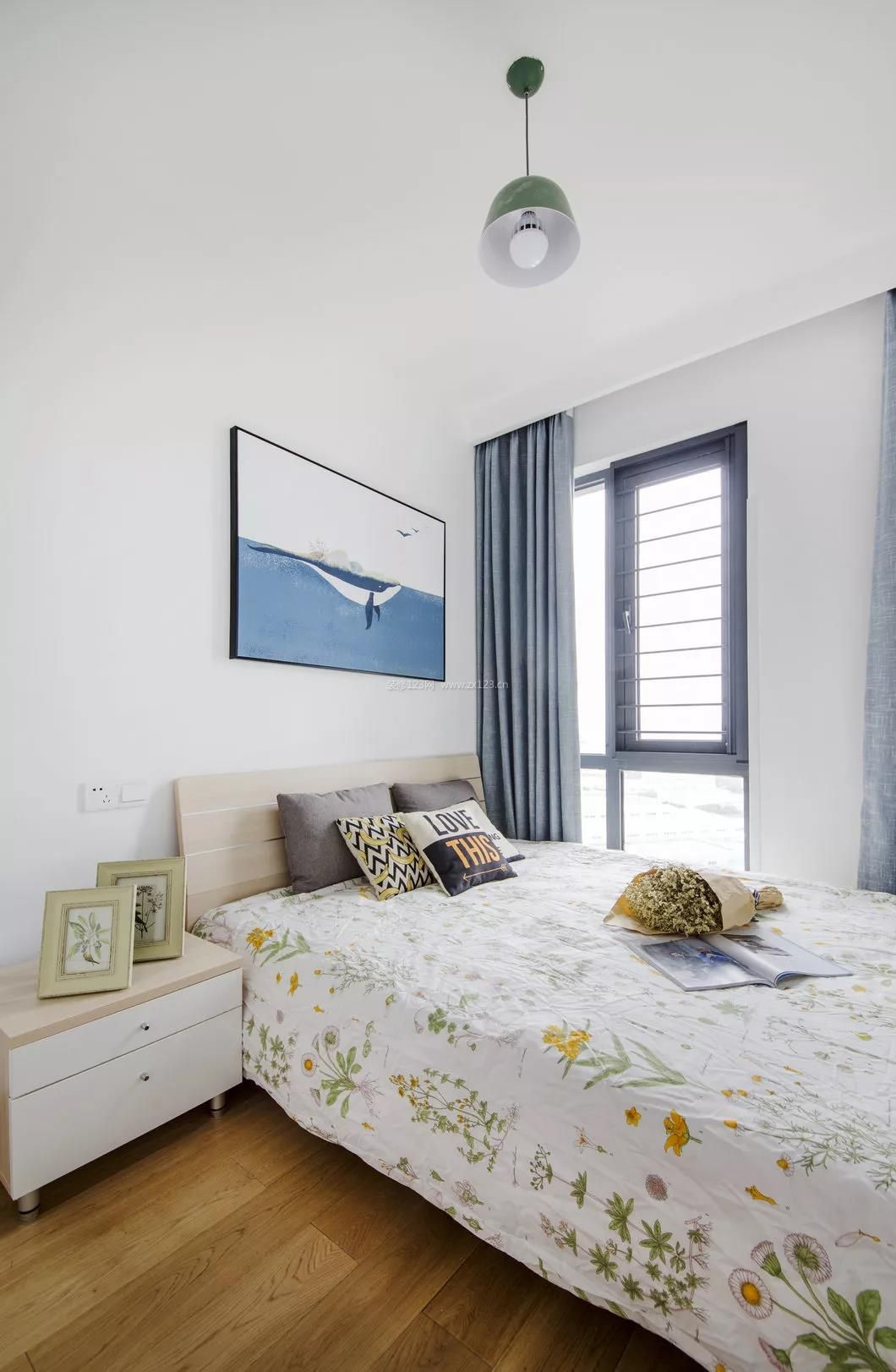 2018简单卧室灰色窗帘装修效果图片
