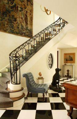 法式别墅地下室楼梯装修效果图图片