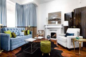客廳藍色沙發