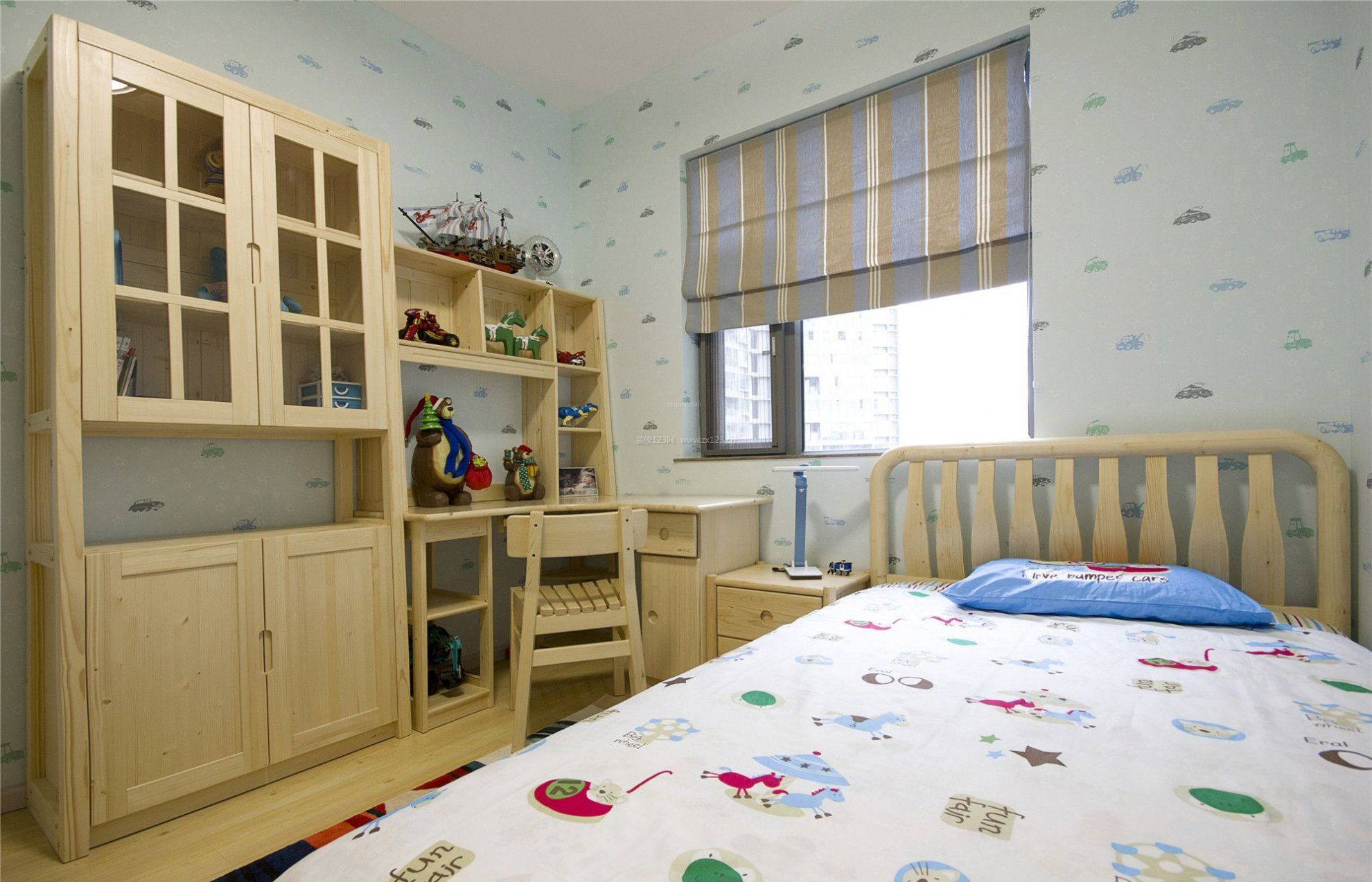 2018室内原木书桌书柜装修_装修123效果图图片