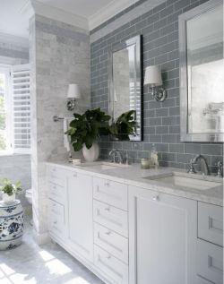 極簡衛生間洗手臺鏡前燈設計圖片