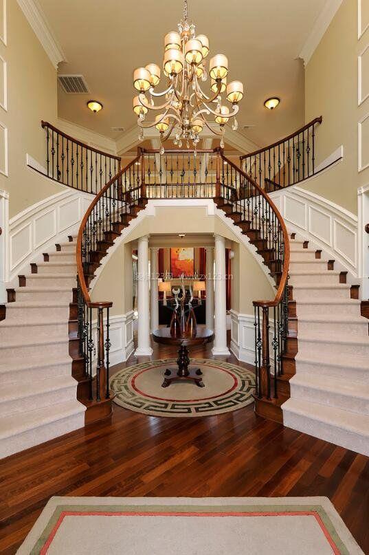 国外美式风格样板房进门旋转楼梯设计_装修123效果图
