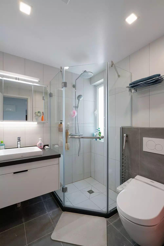 2020卫生间时尚简约玻璃淋浴房装修效果图片
