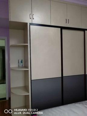 2018简约现代卧室设计图 转角衣柜图片