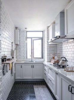 现代北欧风格厨房白色瓷砖装修效果图片
