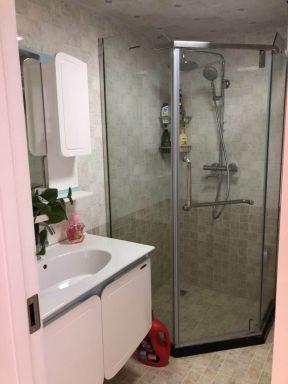 2018简易现代卫生间图片 2018玻璃淋浴房设计图片