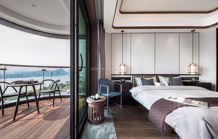 大平层新中式卧室带阳台装修设计图
