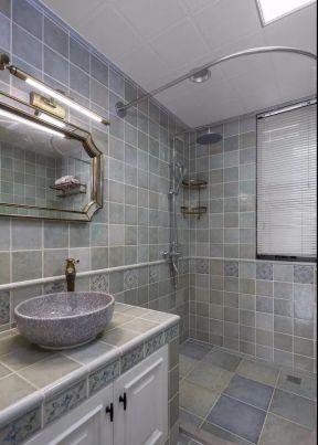 简约美式卫生间装修效果图 2018卫生间砖砌洗手台效果图