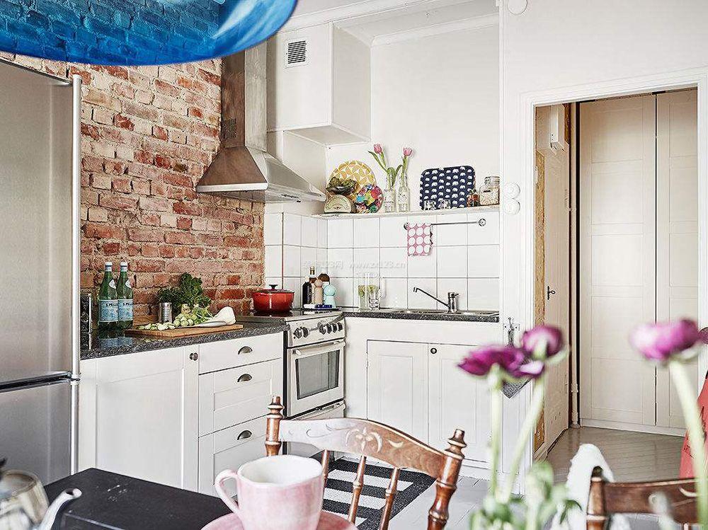 2018北欧风格厨房墙砖设计装修效果图
