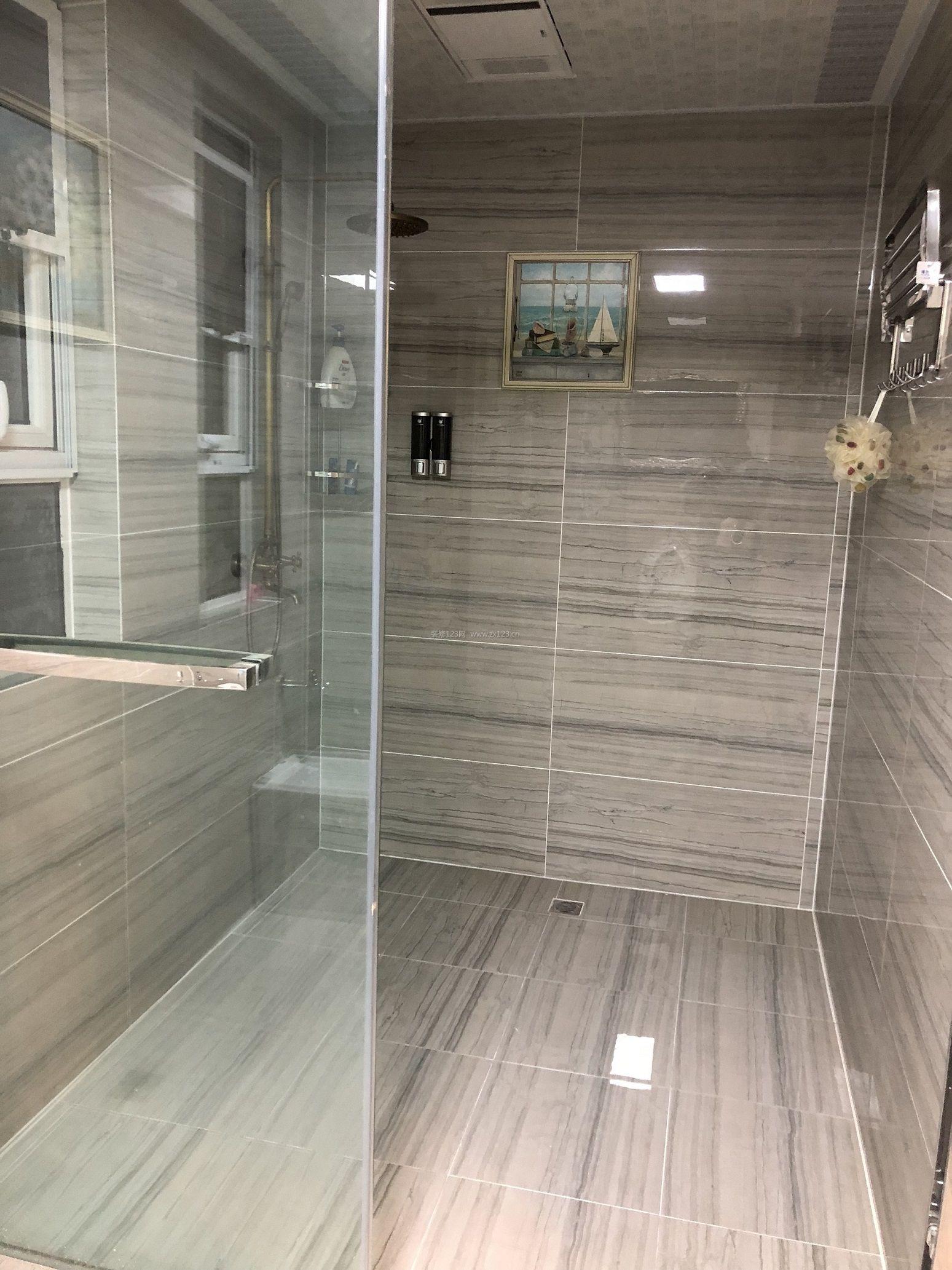 2018简欧式卫生间淋浴房玻璃隔断装修效果图