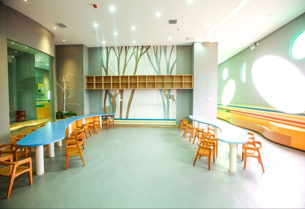 幼儿园室内背景墙置物架造型设计效果图片