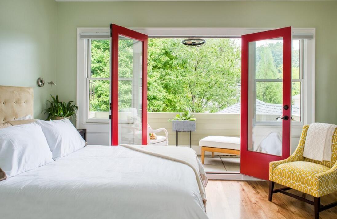 主卧室阳台玻璃门装修设计效果图片