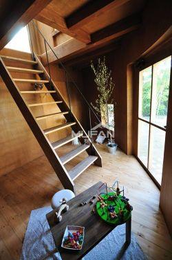 北歐風格躍層樓梯設計圖片